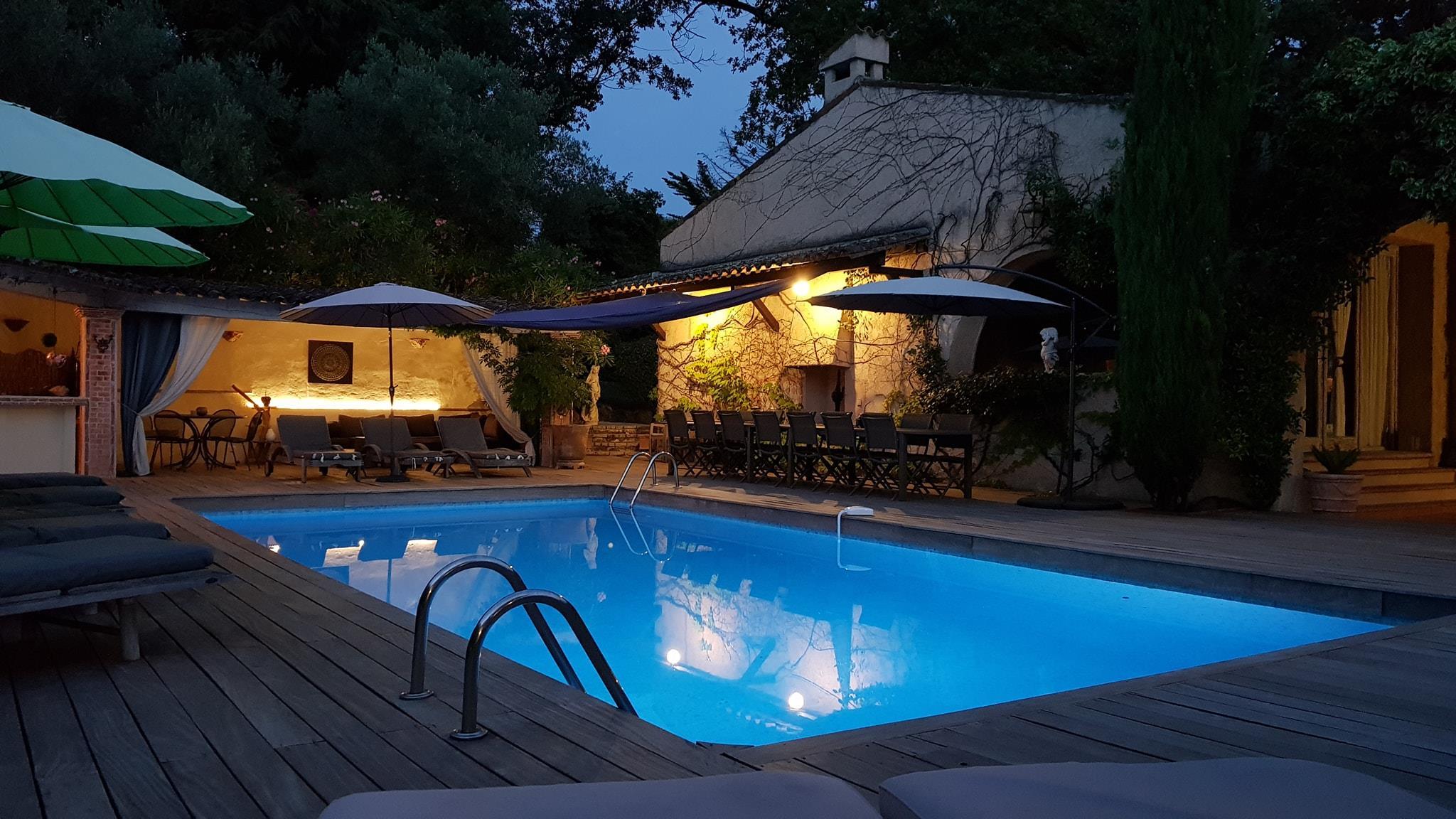 piscine-mas-de-mougins-de-nuit